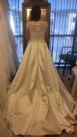S6d Brudklänning med spetstopp och satinkjol