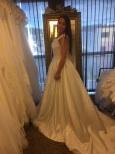 110 Prinsessbrudklänning med spetstopp och satinkjol