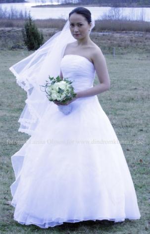 21 Brudklänning vit i organza REA