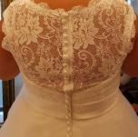 317 Brudklänning med mjuk spetstopp och tyllkjol