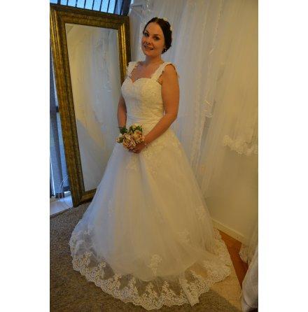 T110 Brudklänning prinsess med axelband