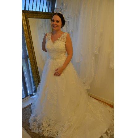 621 Prinsessklänning med v-ringning och djup rygg