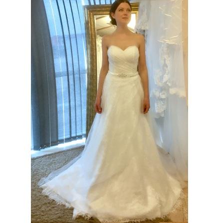 T5 Brudklänning tub med drapering och vackra paljetter