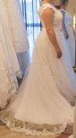 1106pt Brudklänning med spets och tyll