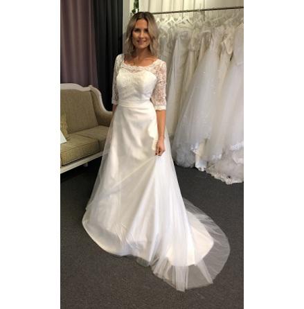 5472a6b46b56 Bröllopsklänningar i spets - Spetsbrudklänning anpassad för dig