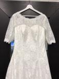 805a klassisk spetsklänning med ärm och långt släp
