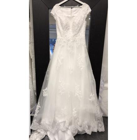 612 prinsessklänning med spetsdetaljer