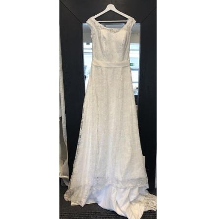 807s spetsklänning med djup V-ringad rygg