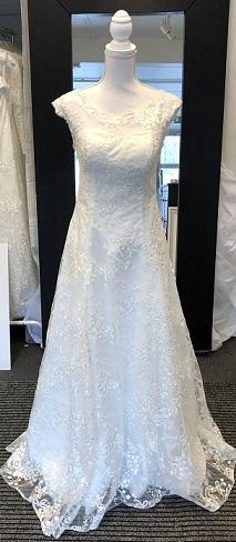 f19b4030ea11 Din Drömklänning. Hem » Brudklänningar i spets » 806 special. 806 special