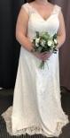 S14 Vacker spetsklänning med släp