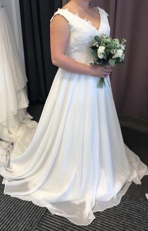 701 Brudklänning i spets och tyll