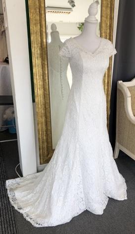 578 Vacker spetsklänning
