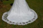 Brudklänning i spets och djup rygg med sjöjungfruform/trumpet