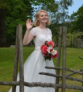 Brudklänning i spets och tyll med prinsessform