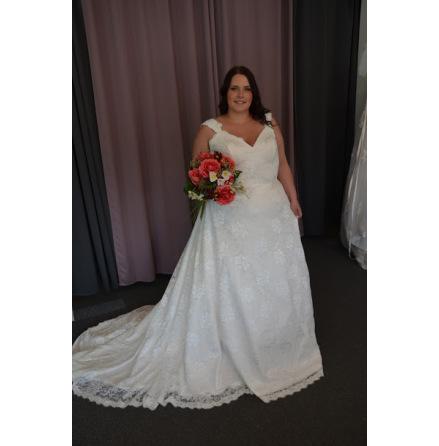Brudklänningi helspets och korsettsnörning
