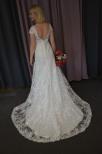Brudklänning i spets med liten ärm