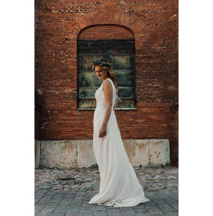 Enkel brudklänning med chiffong