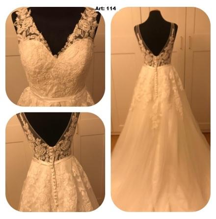 Brudklänning i vacker spets och drömmig tyllkjol