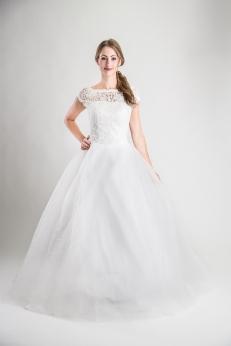 37802915c690 Artikelbild: 107 Brudklänning med vacker spetstopp med stor tyllkjol