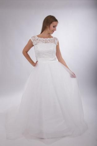 108 Prinsessklänning med spetstopp och tyllkjol