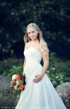 357p BÄSTSÄLJARE Brudklänning tub i chiffong, draperad med pärlor över byst